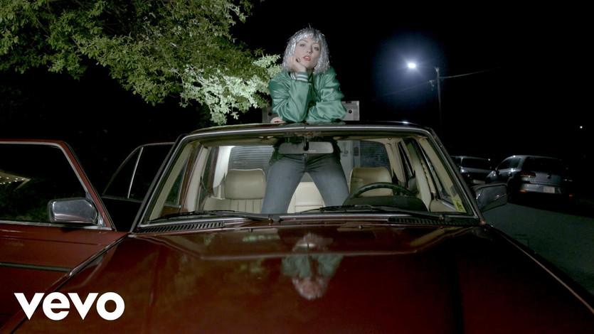 Angel Olsen - Shut Up Kiss Me (Official Video)